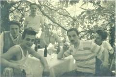 Il-giovane-Sergio-Maldini-con-alcuni-amici