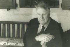 Sergio Maldini nel portico della Casa a nord-est