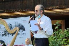 Angelo Rossi saluta il pubblico a nome dell'Associazione dei Toscani in Friuli-Venezia-Giulia
