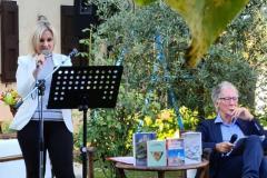 Martina Delpiccolo legge le motivazioni dei premi.