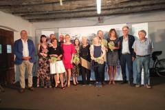 Foto di gruppo con i premiati, i componenti della Giuria e la Signora Franca Maldini