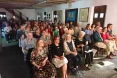 Il pubblico nel Canevon di casa Maldini sede della cerimonia